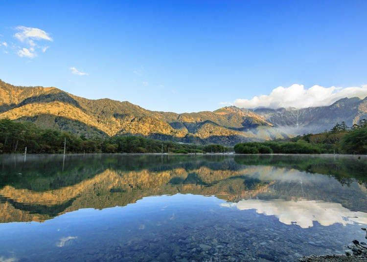 上高地必去景點②湖面宛如鏡子般清澄的「大正池」