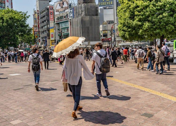 晴れているのに傘を差す女性が多くてびっくり!