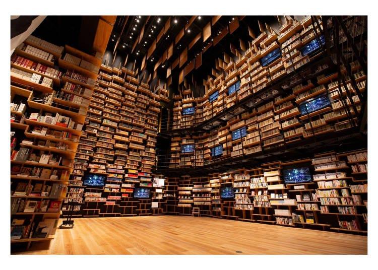約有3萬冊貴重書籍的書架劇場!