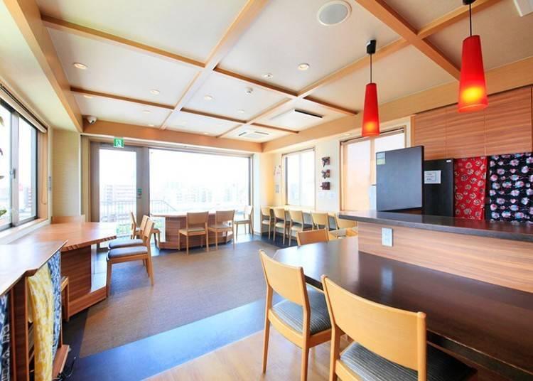 1. 전망 라운지에서 도쿄의 경치를 한눈에 감상하는 일본풍 호텔 '아사쿠사 호텔 하타고'