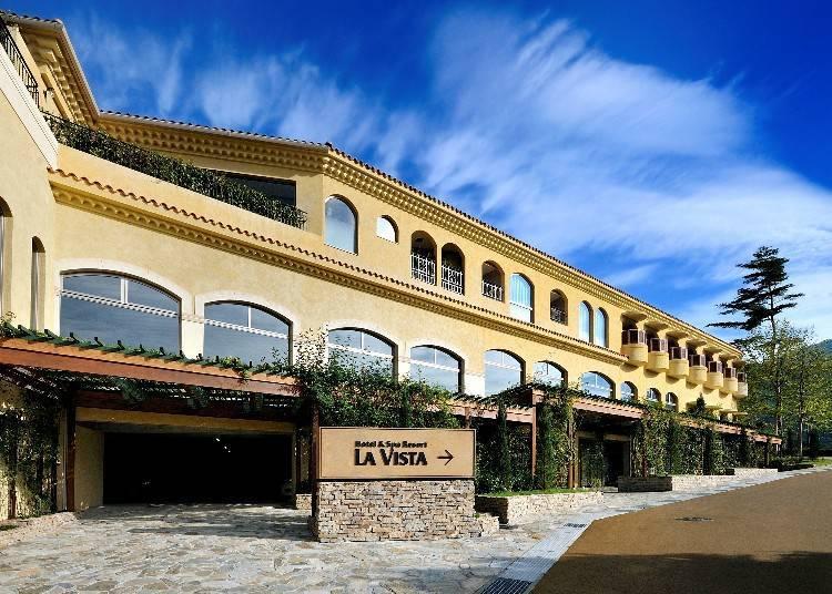 2. 프랑스의 프로방스 지방을 연상케 하는 호텔에서 후지산을 감상할 수 있는 '라비스타 후지 가와구치코'