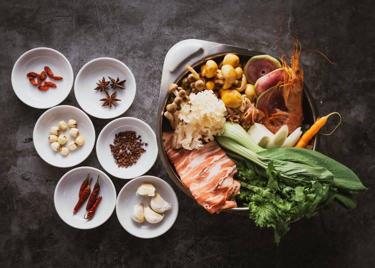3. 고급 토종닭과 엄선된 향신료를 즐길 수 있는 약선 닭 샤브 세트