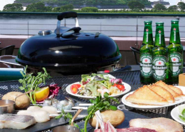 2.東京湾の絶景と炭火ならではの風味を味わえる「シズラーBBQテラス」※2021年4月25日~5月11日臨時休業
