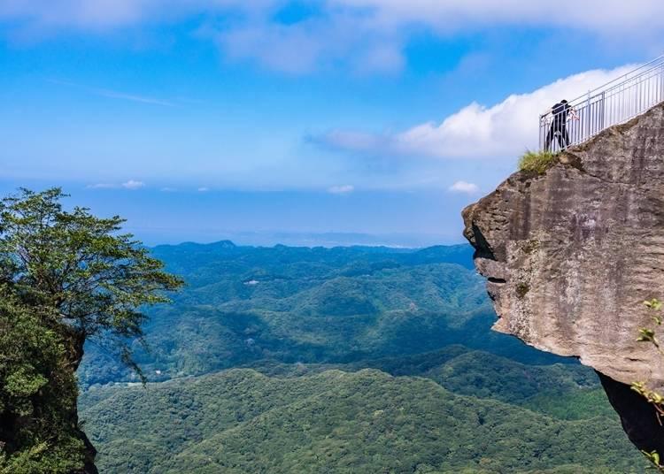 4.絶景スポットが詰まった天空の城【鋸山(のこぎりやま)】