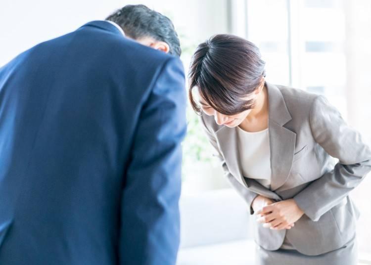 日本でお辞儀をしすぎて、お辞儀をする癖が抜けない!