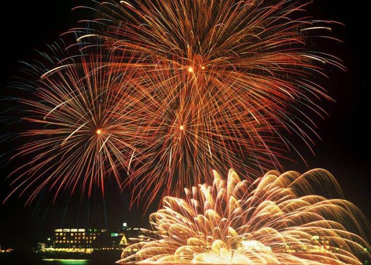 15. Check out the Lake Kawaguchiko Fireworks Festival and Kojosai