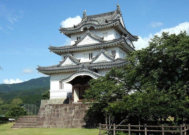 6. Uwajima Castle