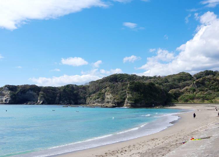 4.まるで南の島!白い砂浜ときれいな海は千葉随一「鵜原海水浴場」