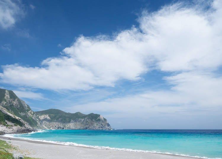 5. 도쿄에서 최고의 수질을 자랑하는 이즈 제도 고즈시마의 해변 '마에하마 해안'