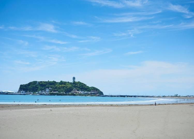 3)見る、食べる、遊ぶ!絶景のビーチスポット「江の島」