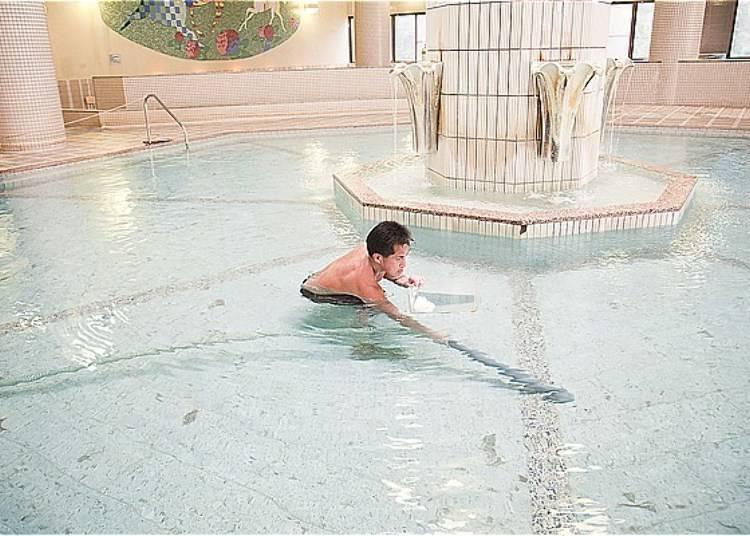 温泉管理人运用经验与技术严格把关温泉水量及泉质!