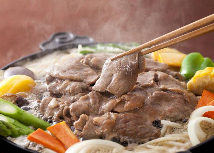 「松尾成吉思汗札幌站前店」,事先腌好羊肉是该店特色!