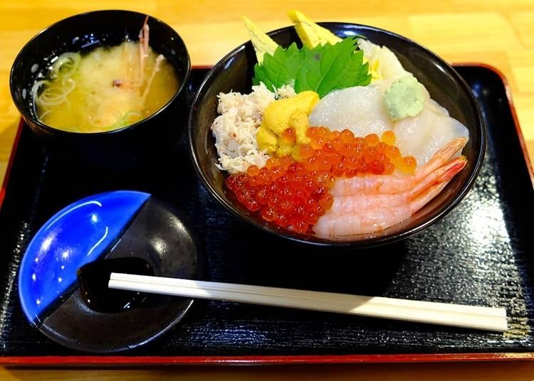 各种新鲜海产浓缩于碗中~海鲜盖浇饭