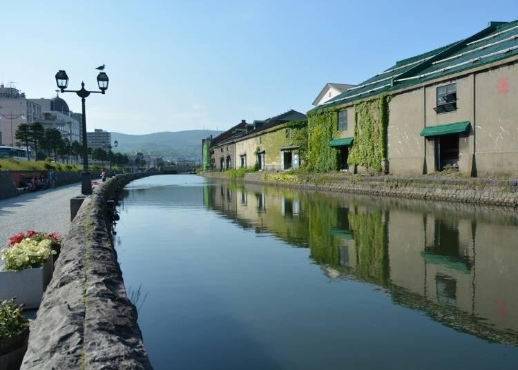 小樽最有名的觀光景點!白天、晚上都有不同風貌的「小樽運河」