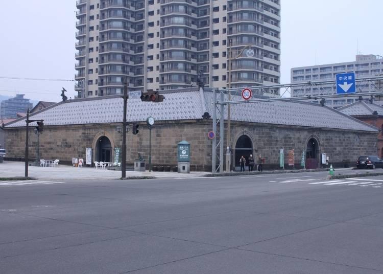 2)周游街道之前先到「小樽市观光物产广场」收集信息