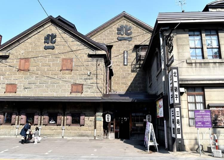 6. Kitaichi Glass Building No.3: Enjoy sake at a fantastic tea room