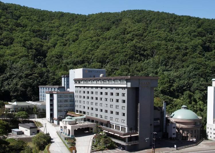 2. Noboribetsu Grand Hotel: Luxurious Noboribetsu Ryokan With Private Onsen Baths!