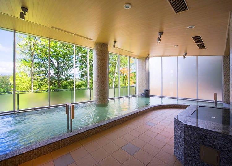魅力2. 浸泡在富含矿物质的天然温泉享受绿意盎然的疗癒时光