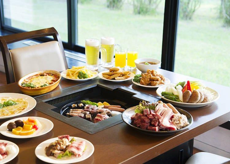 「烧烤BBQ餐厅」的自助式料理(成人1800日元)。除了丰富的单点菜单之外,还有烧烤料理,多达80种以上