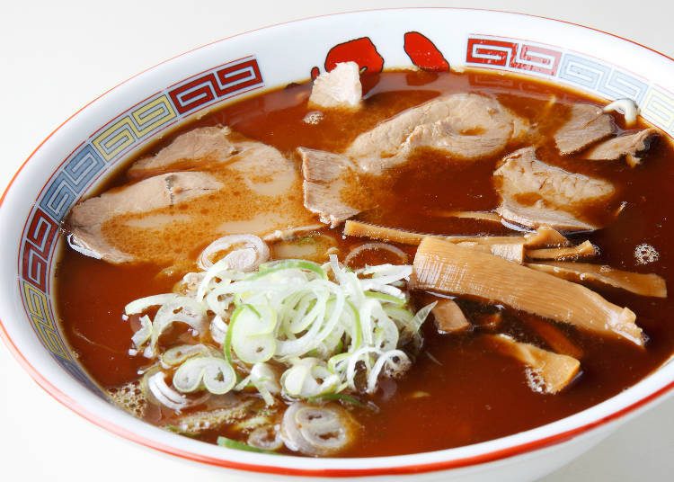 """The tradition of """"Asahikawa Ramen,"""" filled with wavy noodles, soy sauce, and lard"""