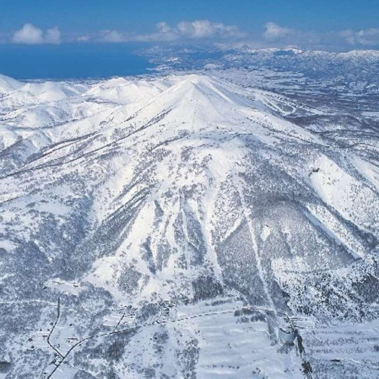"""One of Hokkaido's Best Places to Experience """"Japow"""" – All About the Niseko Area Ski Resorts!"""