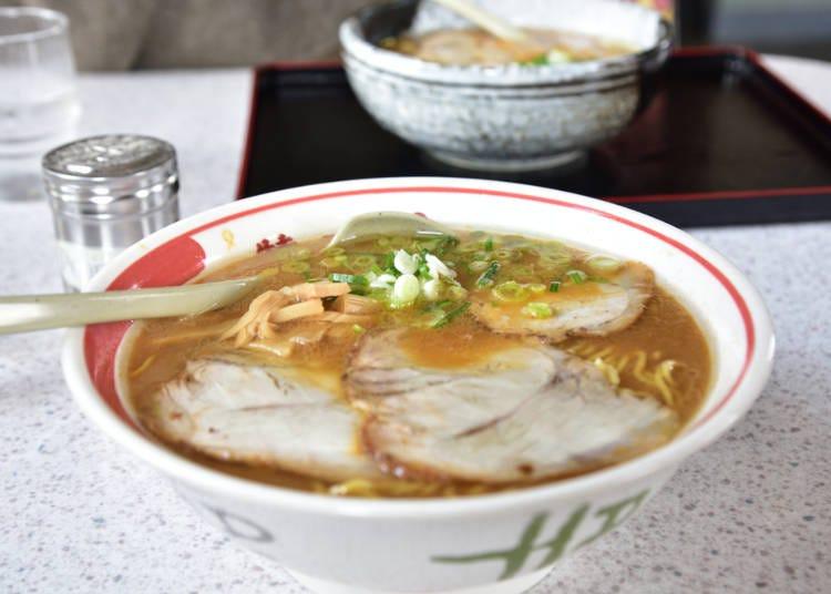北海道美食⑪吃到最後一口都熱呼呼「旭川拉麵」