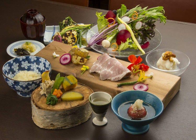 新鲜的食材搭配上精致的餐盘「炉端 新雪谷浪花亭」