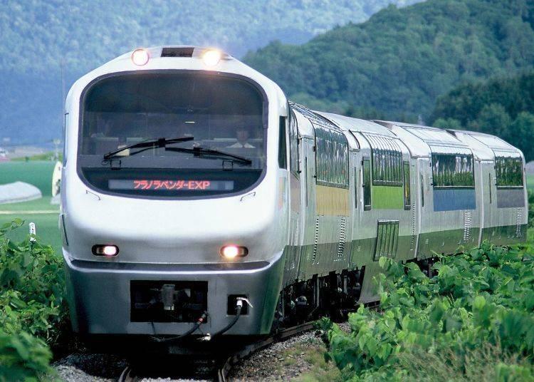 從札幌直通富良野・美瑛地區的季節限定列車 3)「薰衣草特輯觀光列車Furano Lavender Express(特急フラノラベンダーエクスプレス)」