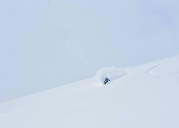 ■粉雪点一个接一个,尽情地滑!