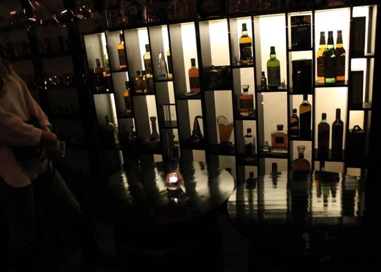 ■大人のための本格バーで落ち着いたひとときを過ごす「Toshiro's Bar」