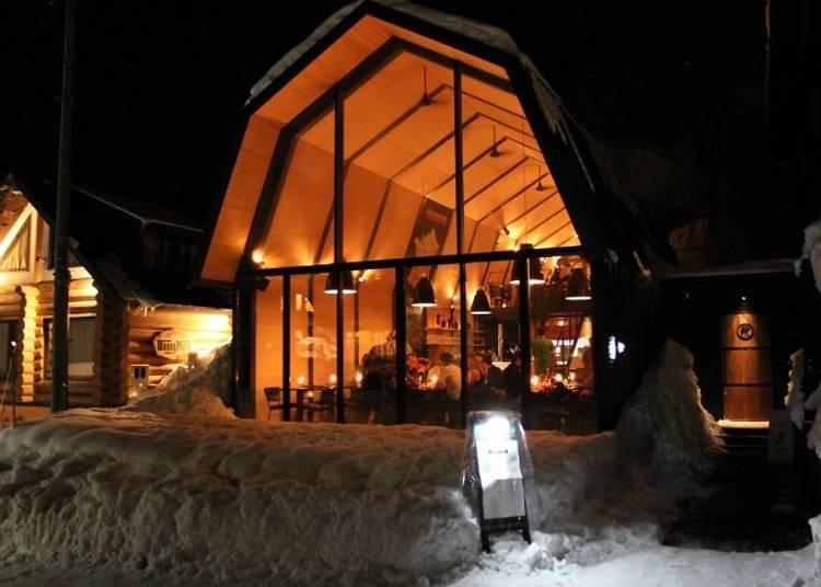 ■홋카이도 농가의 헛간을 연상시키는 건물에서 현지 음식을 맛볼 수 있는「The Barn by Odin」