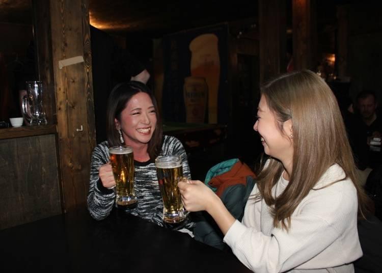 ■当地人、观光客都喜欢的人气「Bar moon」
