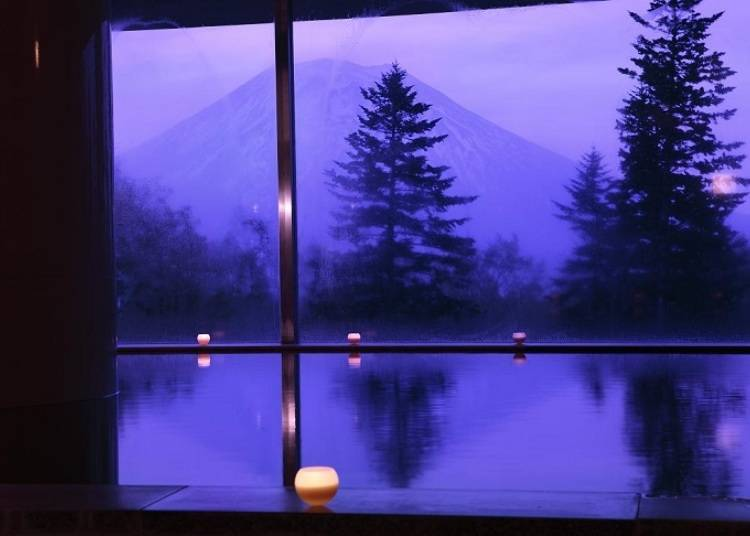 2. Hilton Niseko Village: Relaxing in this first-class hotel's outdoor bath makes you feel like a celebrity!