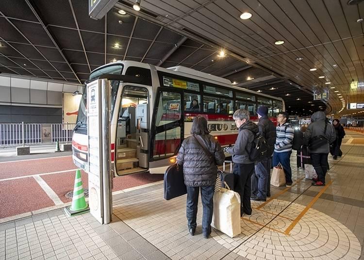 리조트 버스 : 홋카이도 리조트 라이너 등 3사가 운행. 효율이 뛰어나고 인기 넘버원!