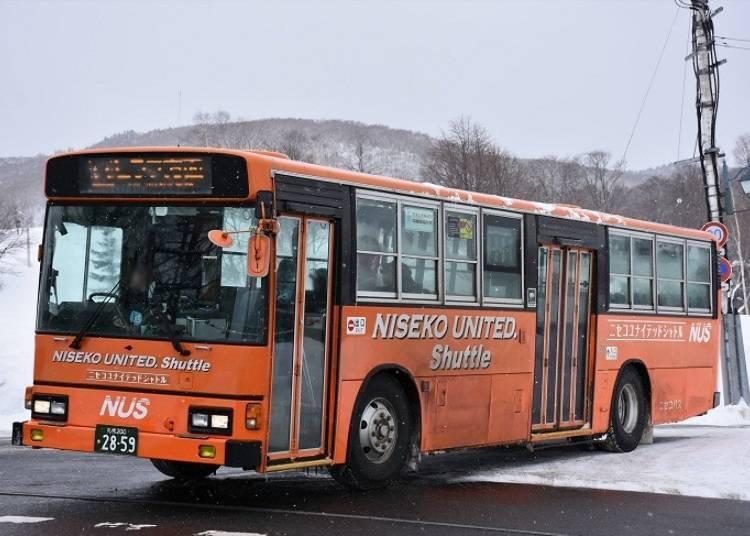 ■巴士是在新雪谷地区主要的交通方式