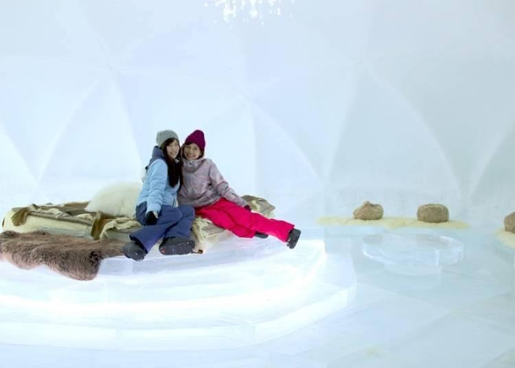 ■氷に囲まれた非日常空間で一夜を過ごす「氷のホテル」