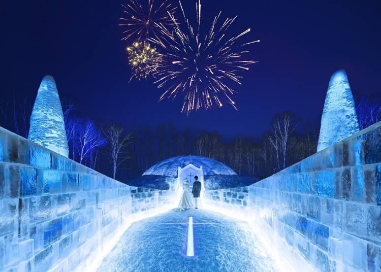 ■真っ白な世界で実際に挙式もできる「氷の教会」