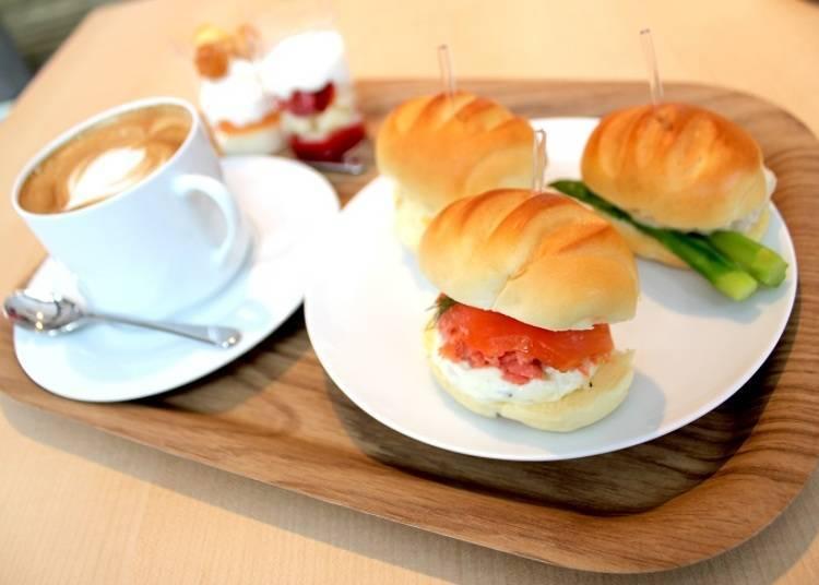 ■充满温暖的店内,坚持好味道的餐点「cafe&barつきの(cafe&bar tukino)」