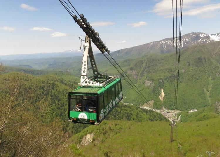 See four seasonal views of Daisetsuzan National Park from Kurodake Ropeway
