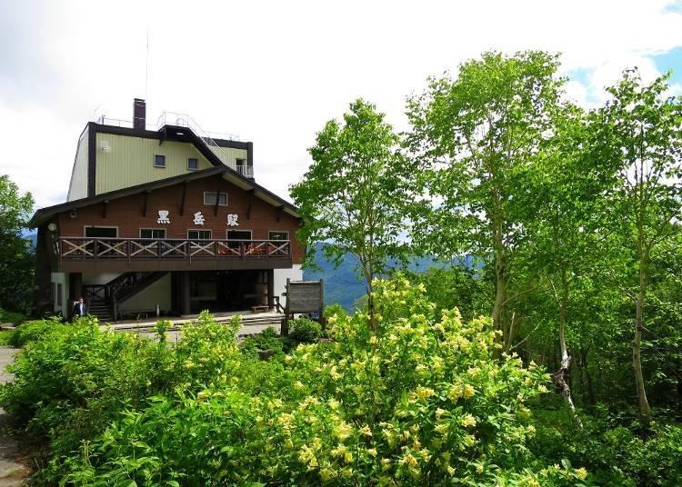 抵达「黑岳」站后先享受从展望台观赏到的景致