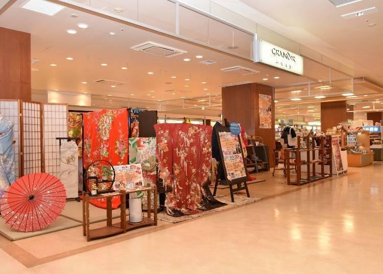 GRANDIR: Dress up in a kimono and have a commemorative photo taken!