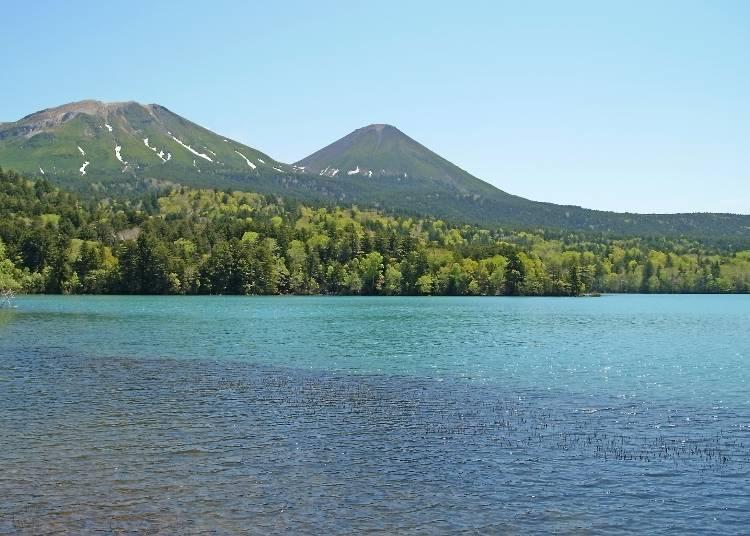 如鏡面般神秘的湖水「遠內多湖」(足寄町)