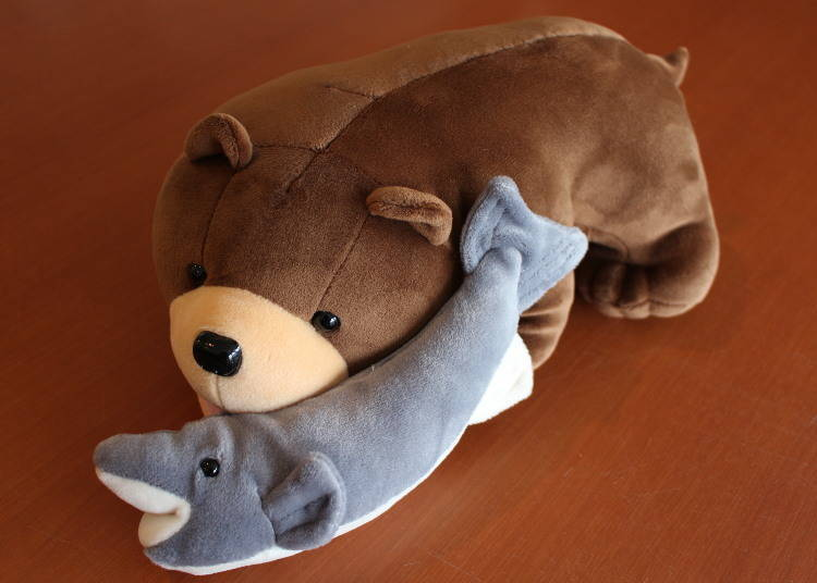 """Carved Wooden Bear Style """"Salmon-Eating Bear Doll"""""""