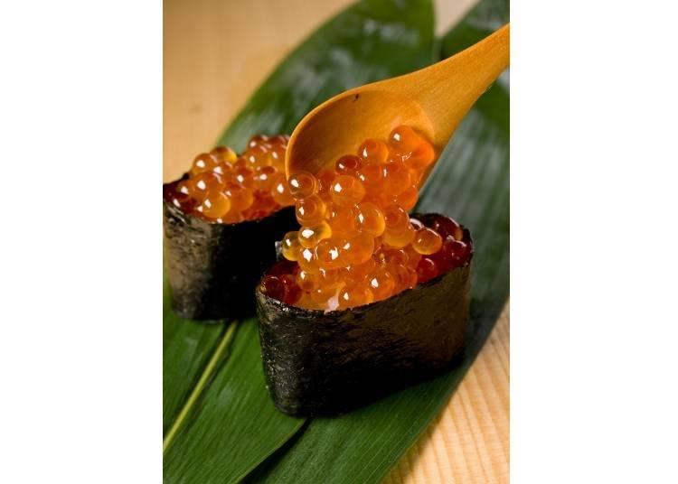 壽司師傅堅持的調味閃閃發光「鮭魚卵(いくら)」