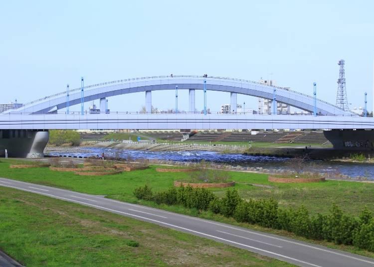 「北海道馬拉松」路線南側:橫跨札幌的河川-豐平川的「幌平橋」