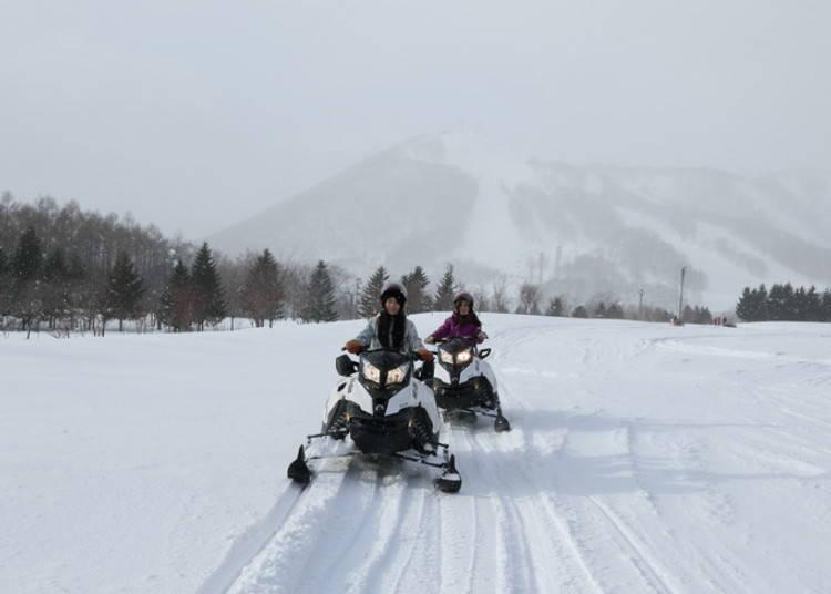 1. 在廣闊的雪原上奔馳,感受那舒暢感「雪上摩托車」