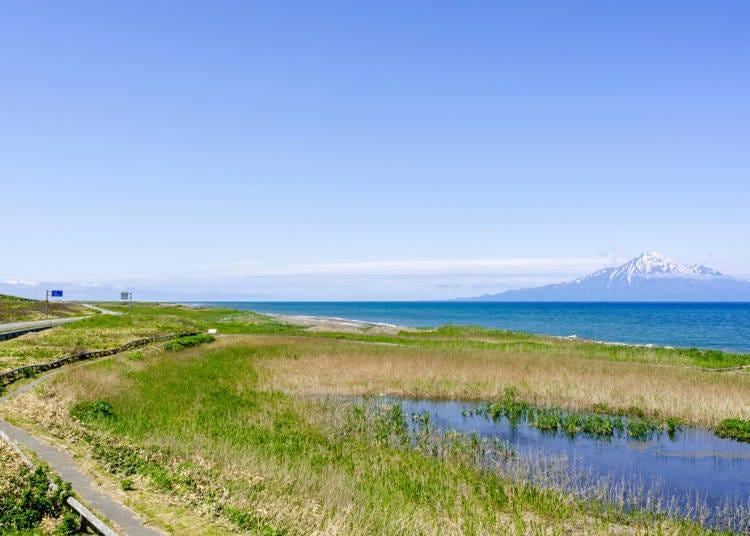 3. Enjoy the pleasant sea breeze and views along the Ororon Line (Northwestern Hokkaido)