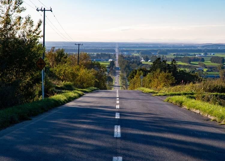 2.どこまでも伸びる道に感動「天に続く道」