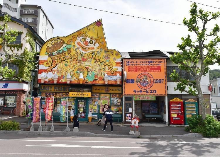 6. Eat Hakodate's most popular hamburgers at Lucky Pierrot