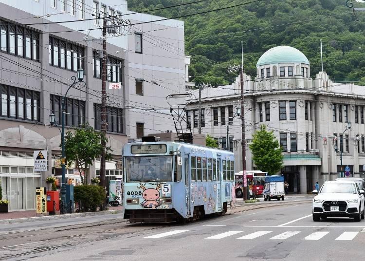 2.「函館市電(路面電車)」に乗って湯の川温泉駅近くの足湯を堪能